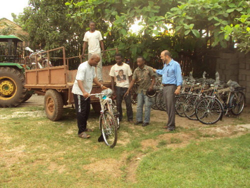 Disciples President Rev. Eliki BONANGA checks one of the bikes destined for a Tshuapa region church leader