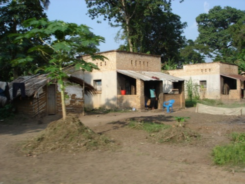 Housing at the Wendji Secli plantation occupied by former employees and/or descendants